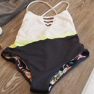 Maaji Swim - 2/$99🔥3/$118 NWOT Maaji Black Forest Swimsuit